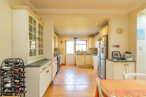 4 bedroom semi-detached house for sale - St Andrews Road, Shoeburyness, Southend-on-Sea, SS3