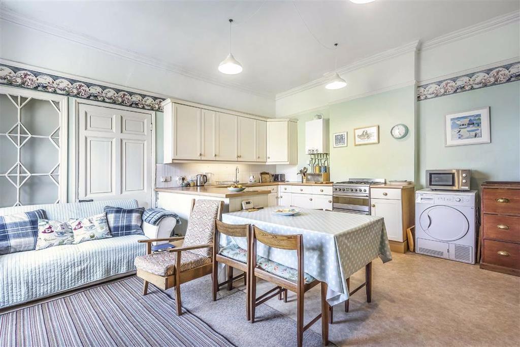 Monkton house 53 high street honiton devon ex14 3 bed - Craigslist college station farm and garden ...