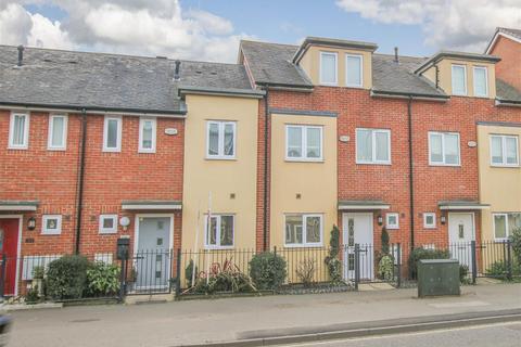 3 bedroom house to rent - Bicester Road, Aylesbury