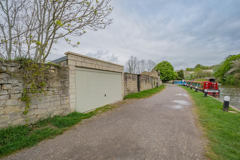 Garage to rent - Caroline Buildings, Bath