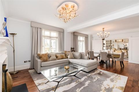 3 bedroom flat for sale - Chesterfield House, Chesterfield Gardens, Mayfair, London
