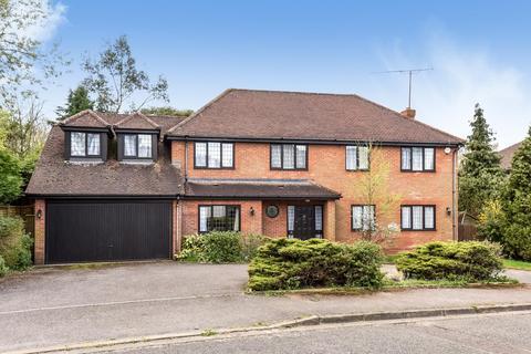 5 bedroom detached house to rent - St Huberts Close, Gerrards Cross SL9 7ER