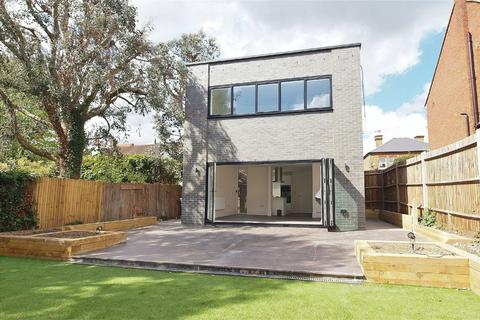 2 bedroom detached house for sale - Beaconsfield Road, Bickley, Bromley