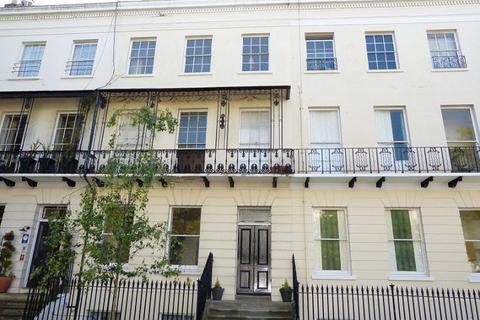 1 bedroom flat to rent - Basement Flat, Pittville Lawn, Cheltenham, GL52 2BE