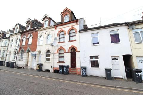 6 bedroom terraced house for sale - Potential HMO on Cardigan Street, Luton