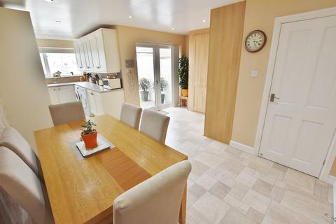 3 bedroom detached house for sale - Worsley Road, Winton