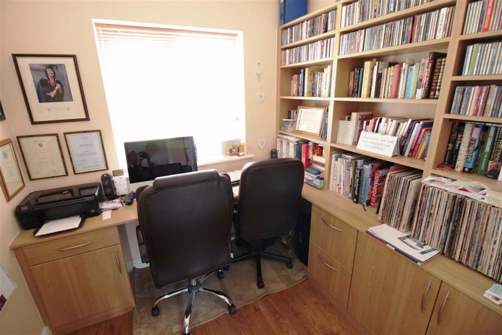 Ground floor study/bedroom