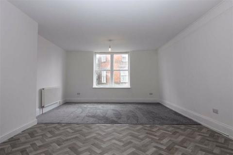 3 bedroom flat to rent - Market Place, YO25