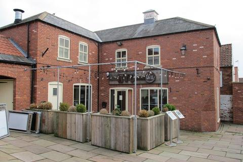 Shop to rent - 18/19 The Courtyard, Bawtry