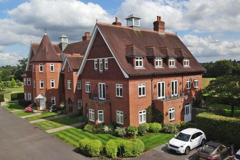 2 bedroom penthouse for sale - Eyhurst Park, Kingswood