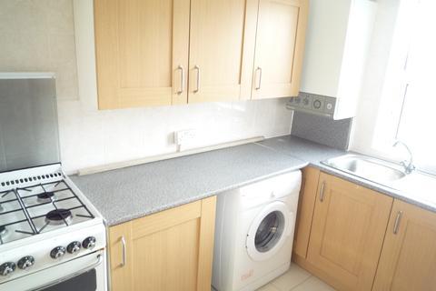 2 bedroom flat to rent - Woodlands Parade, Ashford, TW15 1QD