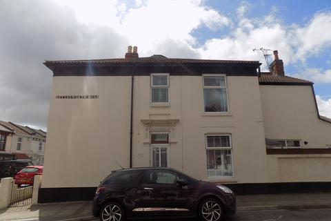 3 bedroom end of terrace house to rent - Shearer Road