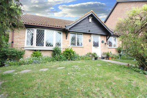 2 bedroom detached bungalow for sale - Churchill Close, Folkestone Kent CT19 5UP
