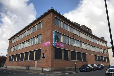 Warehouse to rent - Stanley Gardens, Acton, London, W3