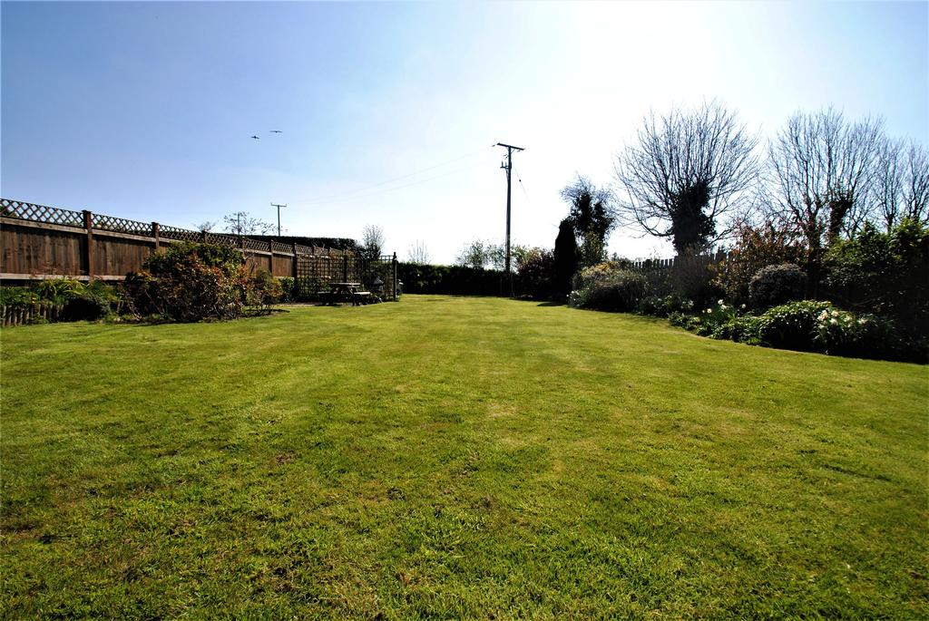 St Andrews Close Yarnscombe 4 Bed Detached House For