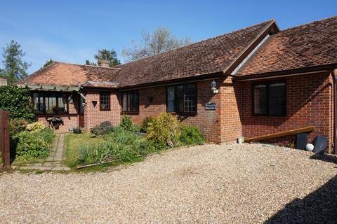 4 bedroom bungalow for sale - Shop Lane, Leckhampstead
