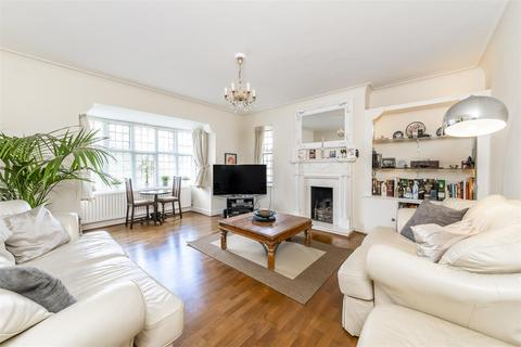 3 bedroom flat for sale - Monks Drive, Acton, W3