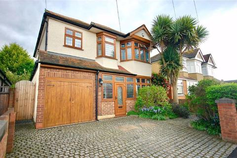 5 bedroom detached house for sale - Courtfield Gardens, Ruislip