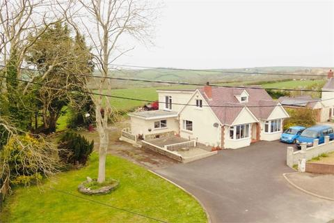4 bedroom detached bungalow for sale - Willowdene, Cardigan, Ceredigion