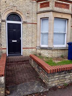 1 bedroom flat to rent - One Bedroom Flat on Elizabeth Way