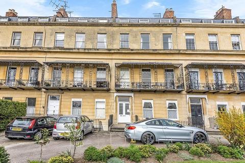 1 bedroom flat for sale - Flat 5, 5 Suffolk Square, Cheltenham, GL50 2DR