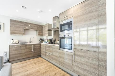 2 bedroom flat for sale - Ellerton Road, Surbiton, KT6