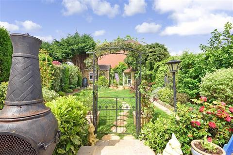 5 bedroom semi-detached house for sale - Gaynes Park Road, Upminster, Essex