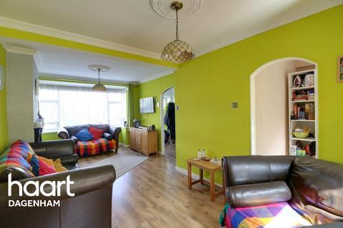 3 bedroom terraced house for sale - Auriel Avenue, Dagenham