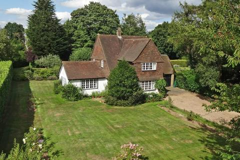 3 bedroom detached house for sale - Hollymead Road, Chipstead