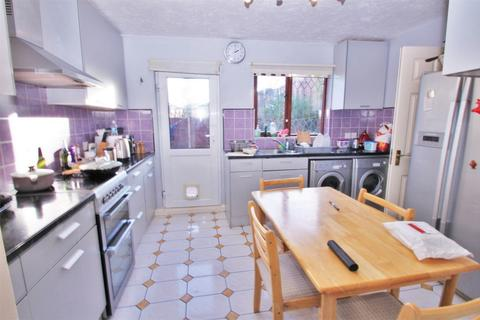 6 bedroom terraced house to rent - Robins Close, UXBRIDGE, Greater London