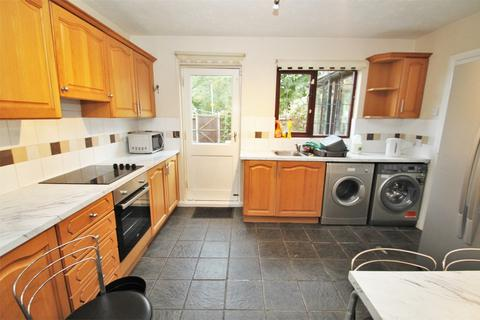 6 bedroom terraced house to rent - Robins Close, UXBRIDGE, Middlesex