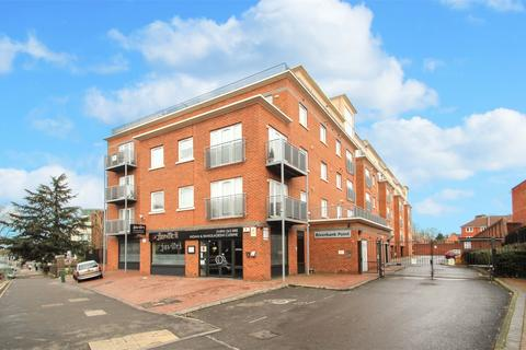 3 bedroom flat to rent - Riverbank Point, Uxbridge, Middlesex