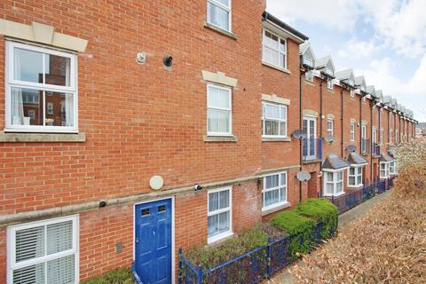 2 bedroom flat to rent - Gardeners Place, Chartham