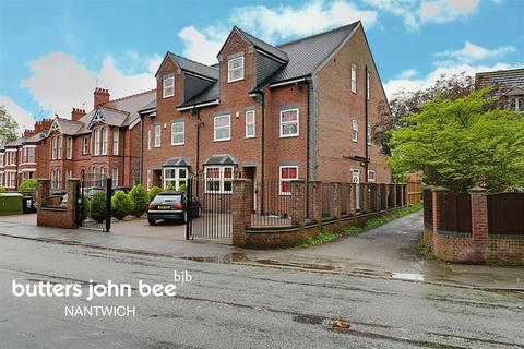 5 bedroom semi-detached house for sale - London Road, Stapeley