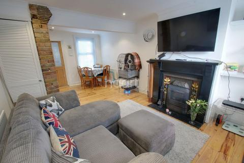 2 bedroom end of terrace house for sale - Maldon Road, Chelmsford