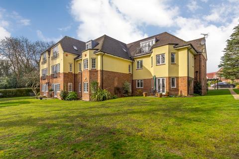 2 bedroom flat for sale - Ducks Hill Road, Northwood