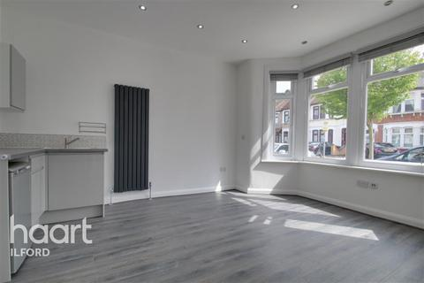 Studio to rent - Stainforth Road, IG2 7EH