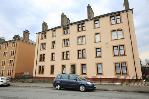 3 bedroom flat for sale - Fairbairn Street, Dundee