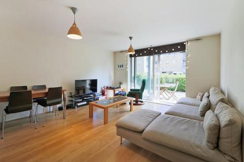 2 bedroom flat to rent - Branch Road, London E14
