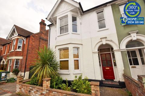 3 bedroom semi-detached house to rent - Richmond Road, Bedford