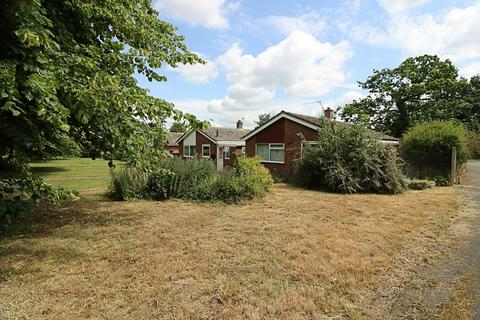 2 bedroom detached bungalow for sale - Waterloo Avenue, Roydon