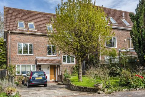 4 bedroom detached house for sale - Newing Green, Bromley