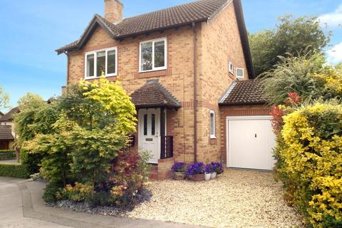 4 bedroom detached house for sale - Knights Way, Camberley, Surrey, GU15
