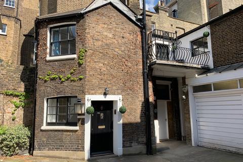 3 bedroom mews to rent - Chester Close, Belgravia, SW1X