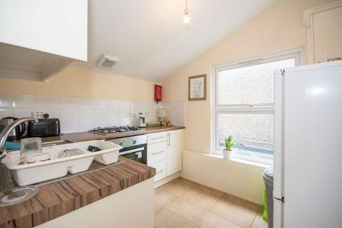 1 bedroom flat to rent - Lavender Hill, Battersea