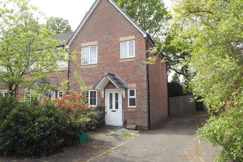 2 bedroom semi-detached house to rent - Silverbirch Way, Farnborough, Hampshire GU14