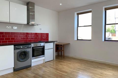 Studio to rent - Bromham Road, Bedford, Bedfordshire, MK40