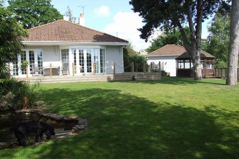 3 bedroom bungalow for sale - Vale Road, Parkstone, Poole, Dorset, BH14