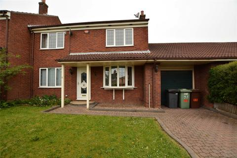 3 bedroom semi-detached house for sale - First Avenue, Rothwell, Leeds, West Yorkshire