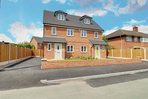 3 bedroom semi-detached house for sale - Meeanee Drive, Nantwich